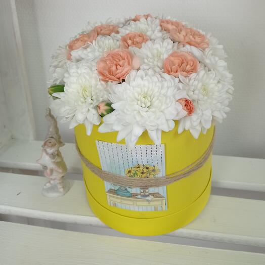 """""""Весеннее солнце"""" С воздушной хризантемой и нежным диантусом"""