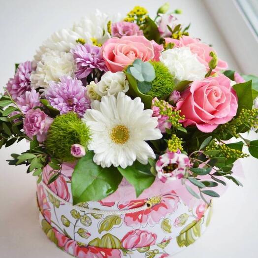 Коробочка с розами и герберами