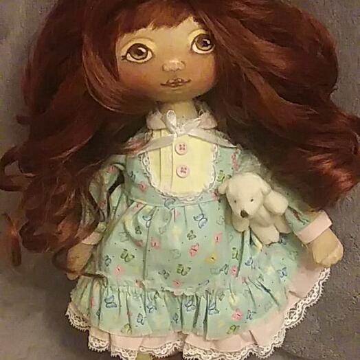 Кукла текстильная ручной работы:тело-хлопок, волосы- шерсть козочки, набивка-синтепух, лицо- акриловые краски