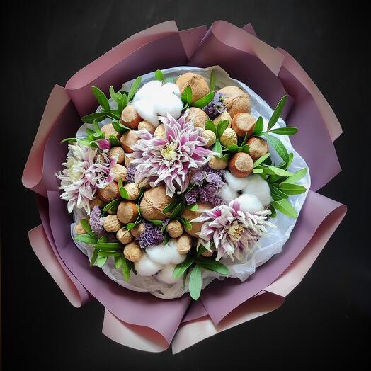 Орехи с хризантемой