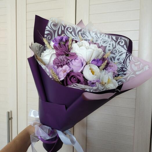 Фиолетовый букет из мыльных цветов