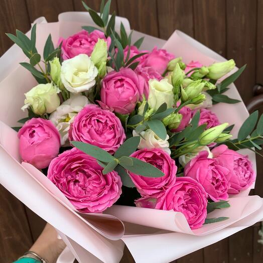 Букет из пионовидной розы,эустомы и эвкалипта Саманта