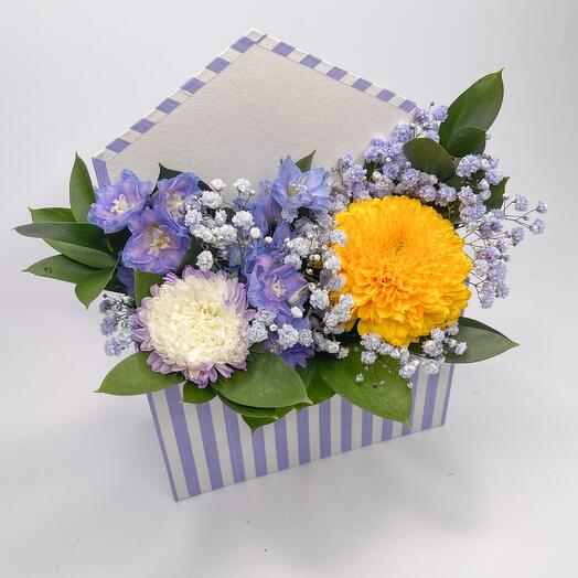 Цветы в лавандовой коробке