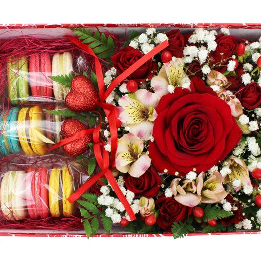 Коробочка с цветами и макарунами 20: букеты цветов на заказ Flowwow