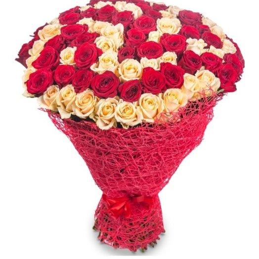 101 миксовая роза в сизали