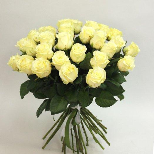 Букет из 31 белой местной розы 50 см: букеты цветов на заказ Flowwow
