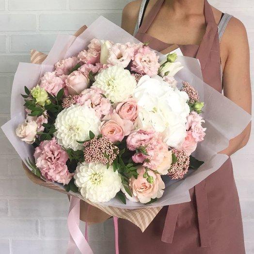 Букет цветов с пионовидной розой