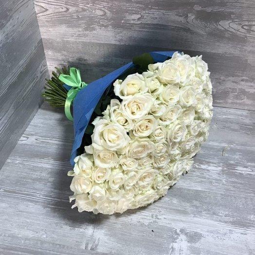 101 белая роза в упаковке