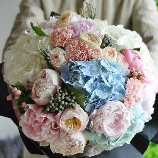Букет с гортензией и пионами: букеты цветов на заказ Flowwow