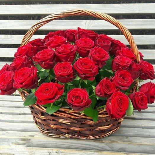 Карзина с розами: букеты цветов на заказ Flowwow