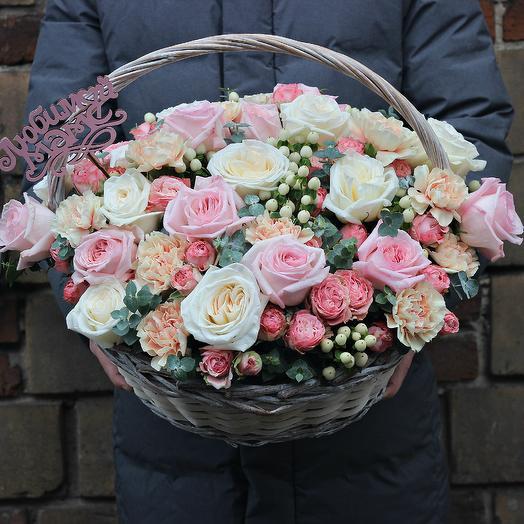 Роскошная корзина маме: букеты цветов на заказ Flowwow