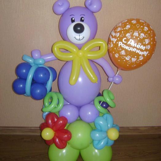 Мишка с подарком и шариков
