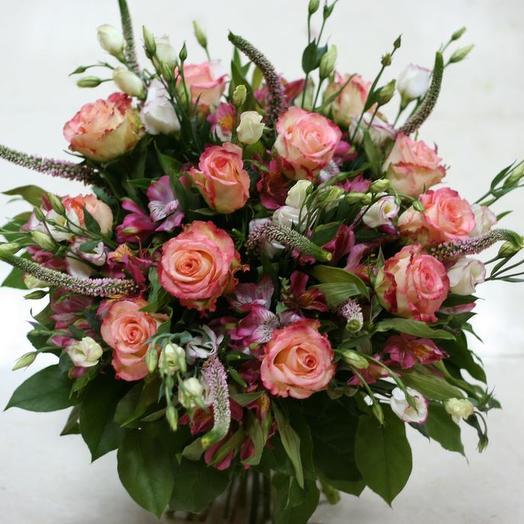 Букет из розы, лизиантуса, альстромерии и вероники: букеты цветов на заказ Flowwow