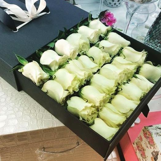 Торжественный букет из 25 белых роз