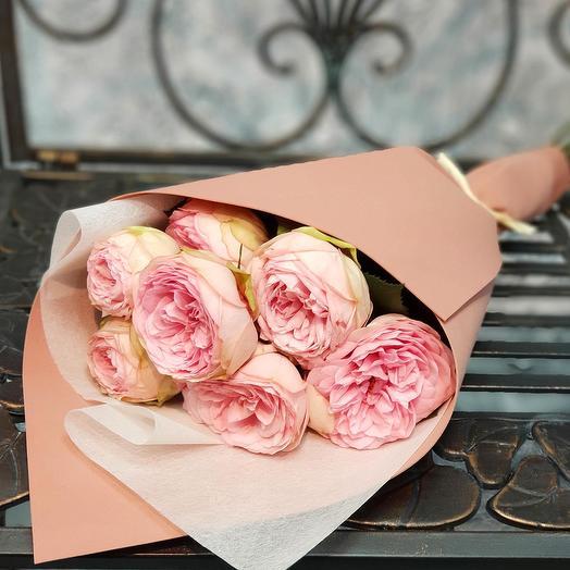 Букет из 7 пионовидных роз в стильной упаковке: букеты цветов на заказ Flowwow