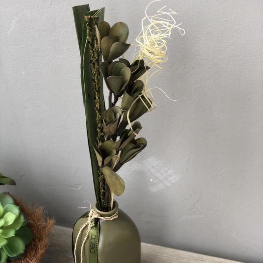 Сухоцветы в керамической вазе