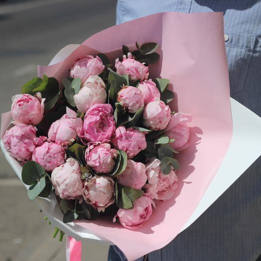 19 пионов с эвкалиптом: букеты цветов на заказ Flowwow