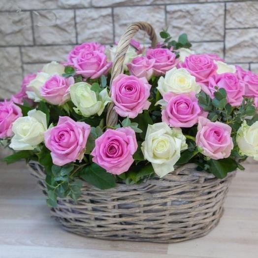 Корзина 51 бело-розовая роз