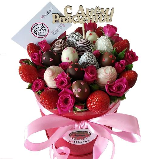 Букет в шляпной коробке M 3: букеты цветов на заказ Flowwow