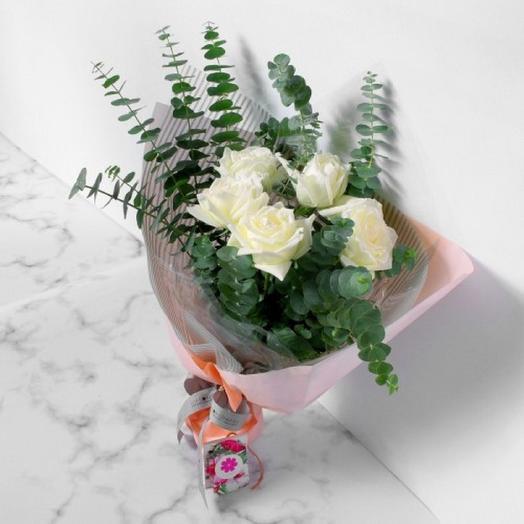 "БУКЕТ 7 БЕЛЫХ РОЗ ""СЮРПРИЗ"": букеты цветов на заказ Flowwow"