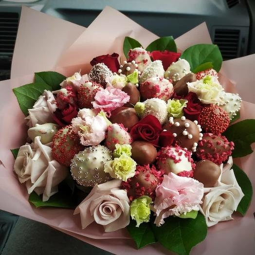 Ягодно-цветочный букет