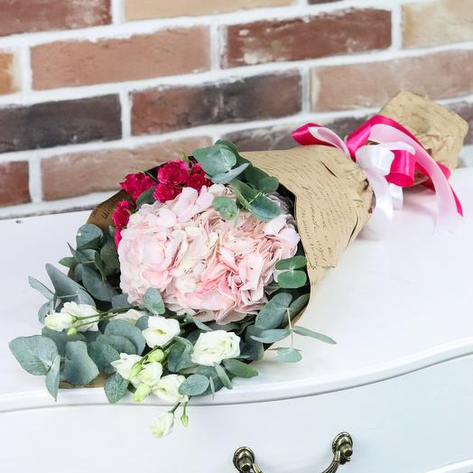 Мини букет. Букет из розовой гортензии с эустомой. N909