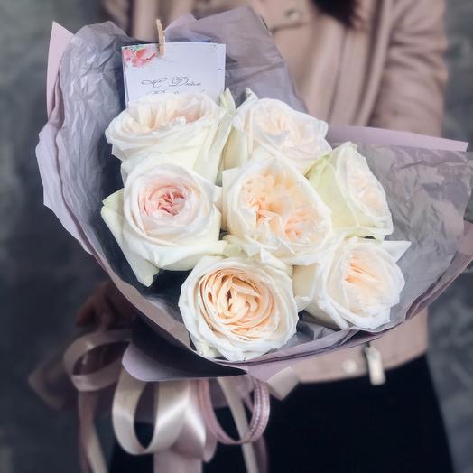 Букет из белых пионовидных роз