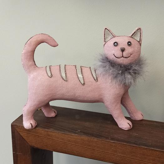 Кошка розовая