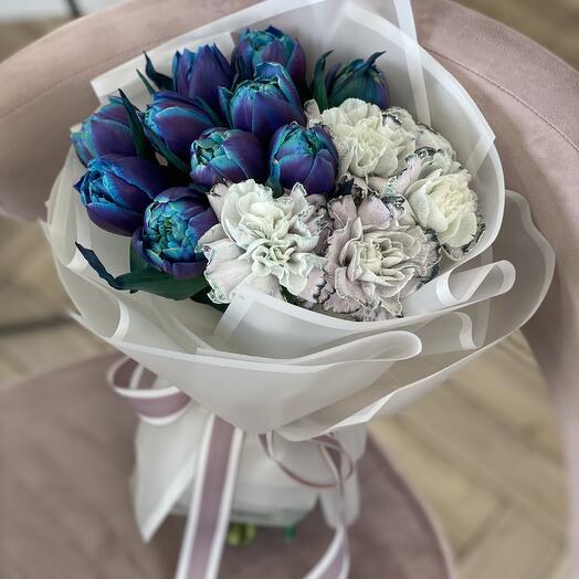 Букет Неземной из тюльпанов и диантуса