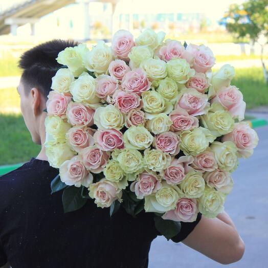 Нежный шар роз (51 роза)