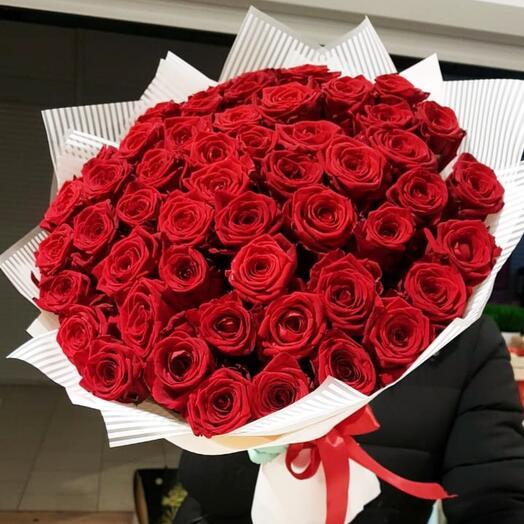 Роскошный букет из 51 красной розы