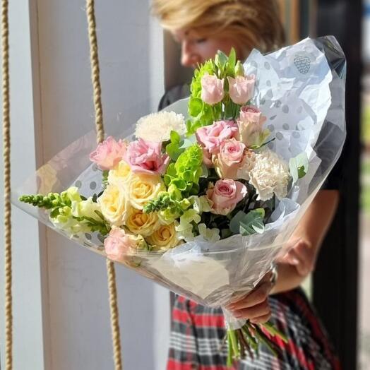 Букет с розой, гвоздика,лизиантусом