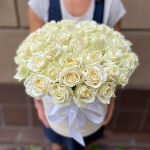 Коробочка с белыми розами