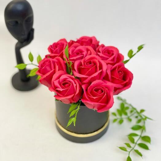 Красные мыльные розы в коробке