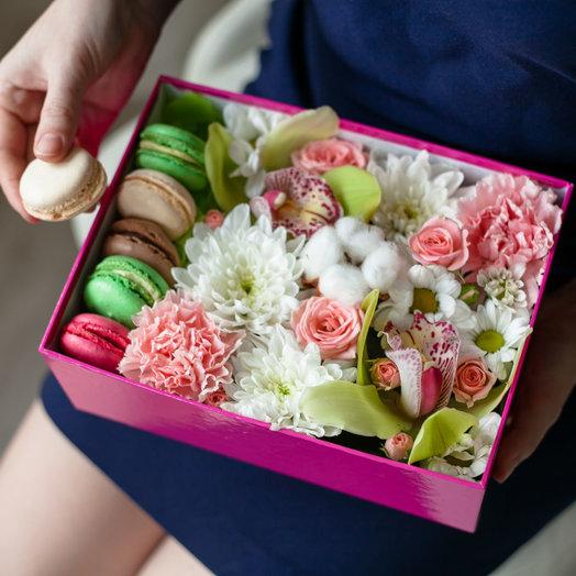 Коробочка с цветами Очарование: букеты цветов на заказ Flowwow