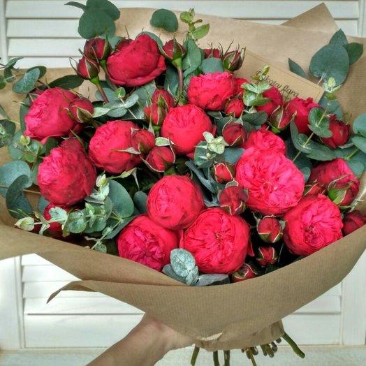 Букет роз Ред Пиано с эвкалиптом: букеты цветов на заказ Flowwow