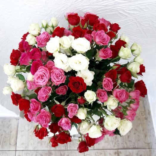 Букет из 31 разноцветной кустовой розы 60 см: букеты цветов на заказ Flowwow