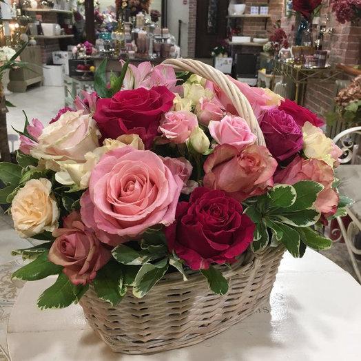 Корзина с ярким миксом: букеты цветов на заказ Flowwow