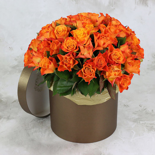 51 оранжевая роза в шляпной коробке: букеты цветов на заказ Flowwow