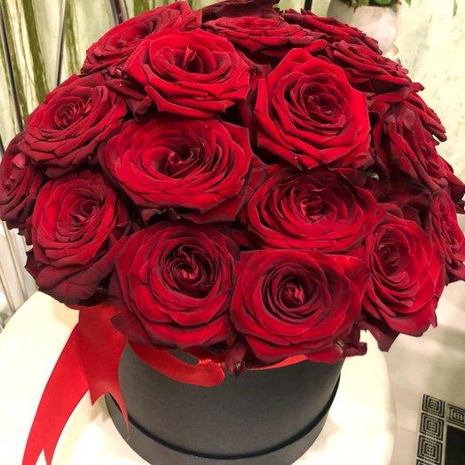 Коробка бархатных роз: букеты цветов на заказ Flowwow