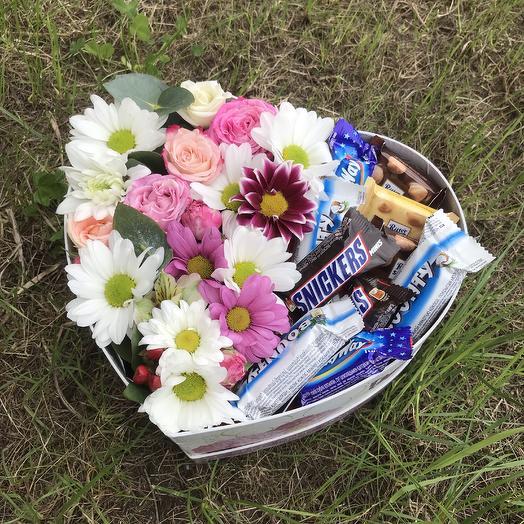 Коробочка полная Цветов и Конфет: букеты цветов на заказ Flowwow