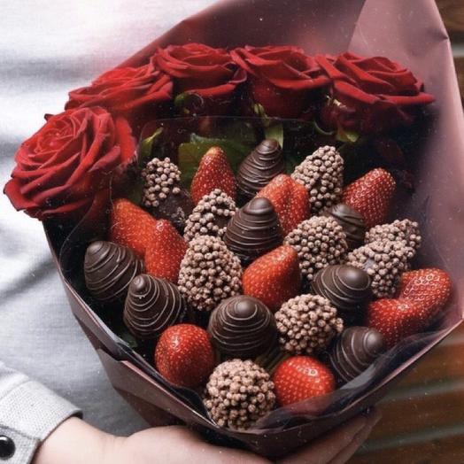 Клубничный букет «ЦУМ»: букеты цветов на заказ Flowwow