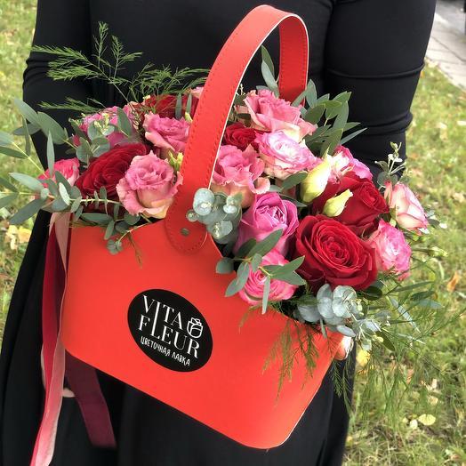 Красное лукошко с цветами: букеты цветов на заказ Flowwow