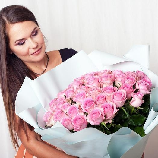 51 розовая роза в матовой пленке: букеты цветов на заказ Flowwow
