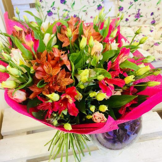 Букет из альстромерии и эустомы: букеты цветов на заказ Flowwow