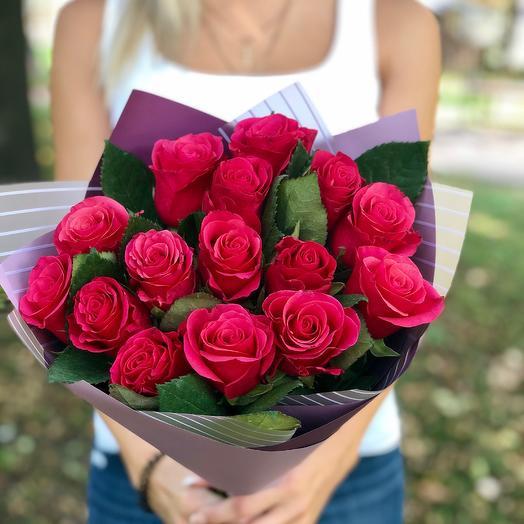15 малиновых роз: букеты цветов на заказ Flowwow