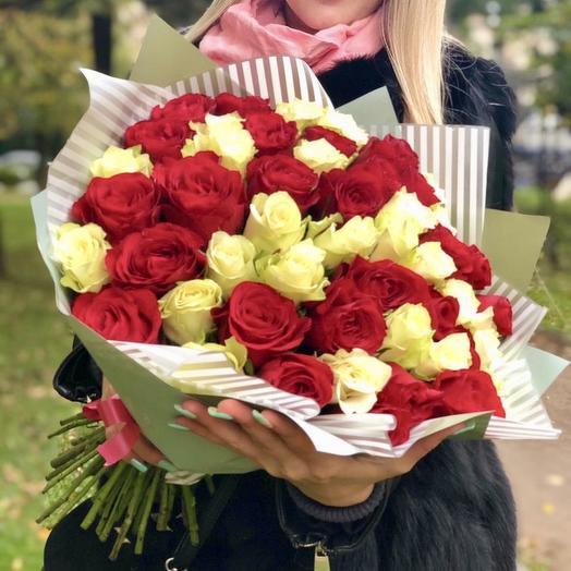51 красно-белая роза: букеты цветов на заказ Flowwow