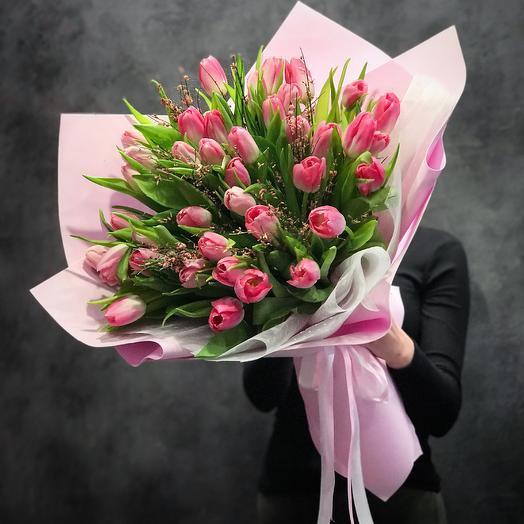 Тюльпаны ко дню влюблённых: букеты цветов на заказ Flowwow