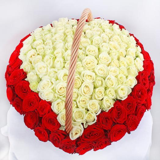 Сердце из 151 голландской розы в корзине: букеты цветов на заказ Flowwow