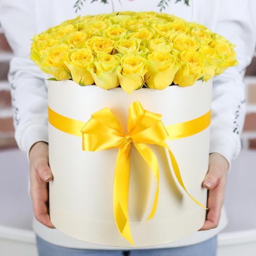 Шляпная коробка из 51 желтой розы. N710: букеты цветов на заказ Flowwow